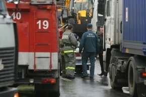 Трактор, грузовик и три легковушки столкнулись в Петербурге