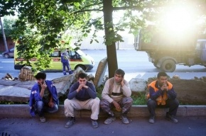 В Москве четверо рабочих отравились ядовитыми парами на стройке