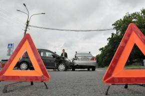 В Москве в массовом ДТП столкнулись восемь машин, пострадала пенсионерка