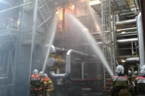 В Киришах тушили пожар на нефтеперерабатывающем заводе