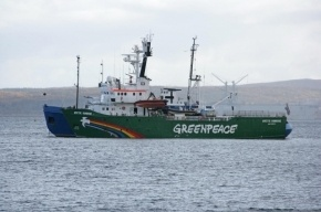 Экипаж Arctic Sunrise везут в Петербург