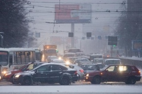 В Петербурге в день первого снегопада произошло 900 ДТП