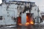Более сотни пожарных тушат склады на Нефтяной дороге в Петербурге: Фоторепортаж