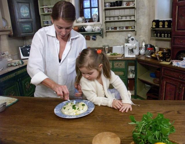 Юлия Высоцкая с дочерью Машей : Фото