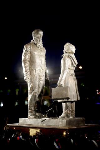 В Петербурге открыли памятник суворовцам: Фото