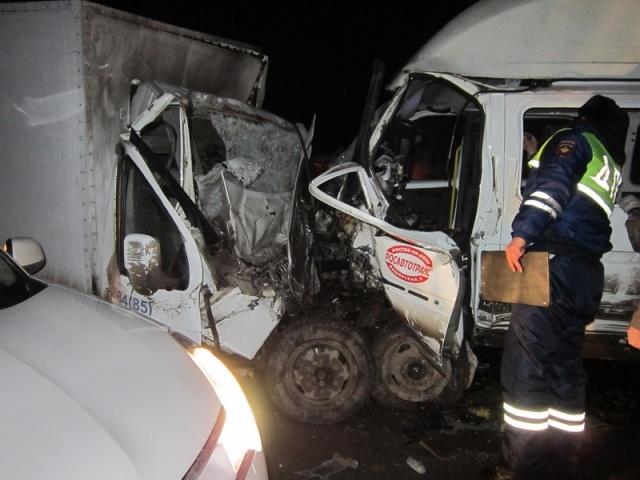 В ДТП с «Газелями» под Ростовом погибли 3 человека, 12 пострадало: Фото
