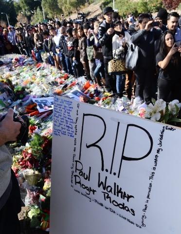 Стена памяти Пола Уокера: Фото