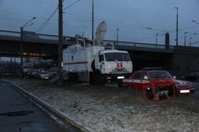 Спасатели достали из Невы автомобиль с телом водителя
