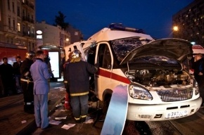 На Васильевском острове Hyundai столкнулась со «скорой», пострадали три человека