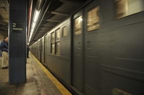 Пассажирский поезд метро сошел с рельсов в Нью-Йорке