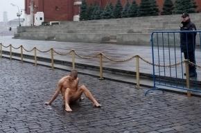 Павленский, прибивший яички к брусчатке, признан самым влиятельным художником
