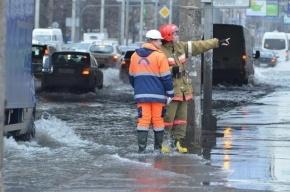На Софийской улице прорвало трубопровод с кипятком