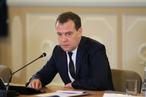 Медведев пожаловался на ржавую воду из-под крана