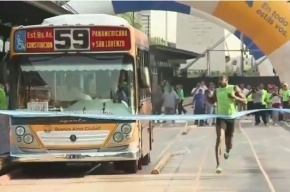 Усейн Болт обогнал автобус на 100-метровке