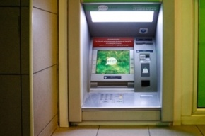 В Калининграде разгневанные пенсионеры выломали двери офиса «Инвестбанка»