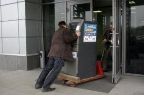 В деревне под Петербургом преступники унесли банкомат с 1,6 млн рублей