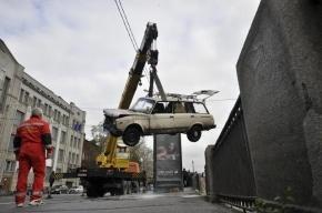 В Петербурге разведут шесть мостов, чтобы поднять из Невы машину