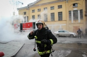 В центре Петербурга 20 человек эвакуировали из горящего бара
