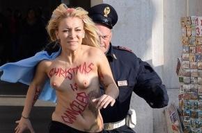 Активистки Femen разделись перед церковью в Мадриде