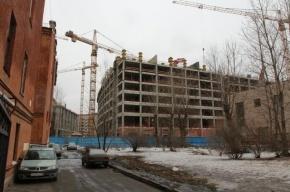На петербургской стройке кирпич проломил череп гастарбайтера