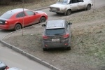 Фоторепортаж: «Парковка на газоне»
