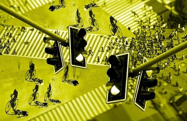Желто-белые «зебры» и мигающие знаки помогают пешеходам в Петербурге