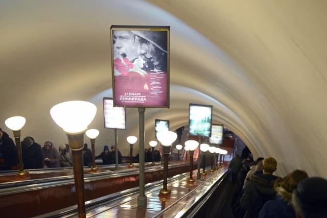 """Блокадные плакаты на станции метро """"Кировская"""": Фото"""