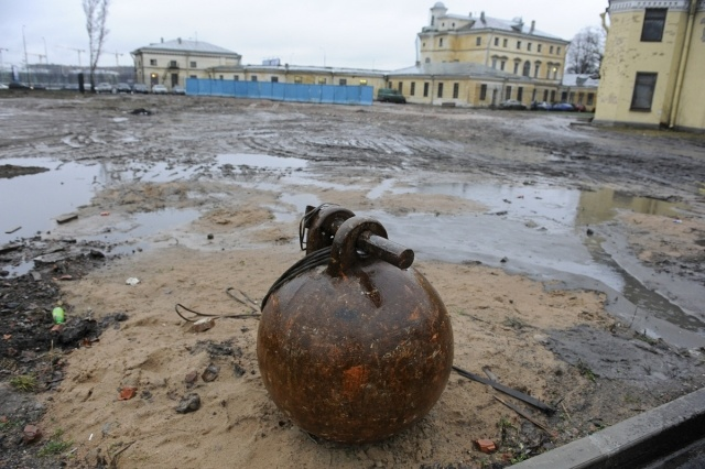 Снос на Свердловской набережной: Фото