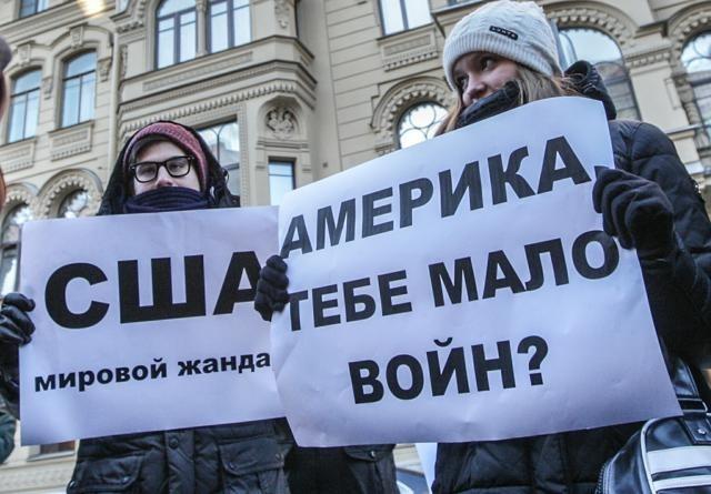 Милонов устроил пикет у консульства США в Петербурге: Фото