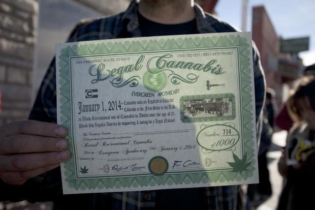 В Колорадо за сутки продали легализованной марихуаны на миллион долларов : Фото