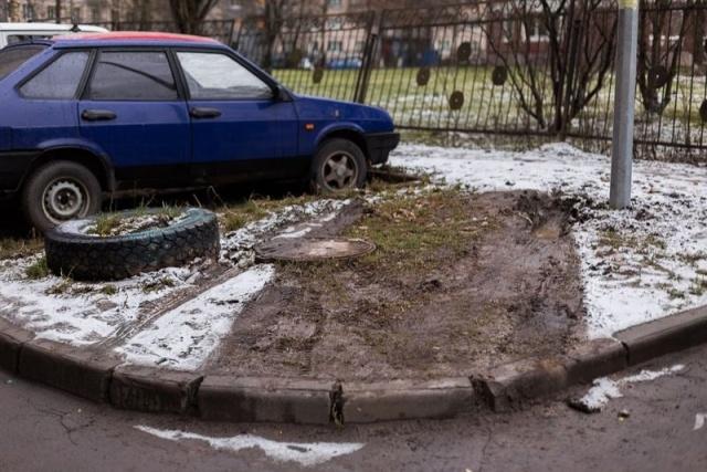 Парковка на газоне: Фото