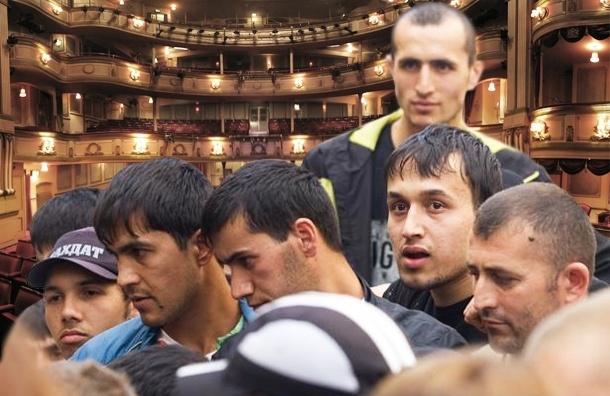 У мигрантов в Петербурге появился досуг, и они его тратят на удовольствия