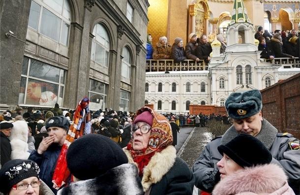 Дары волхвов в Петербурге - первый день: в очереди стояли в основном женщины за 30