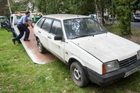 Штраф за парковку на газоне в Петербурге возрос до полумиллиона рублей