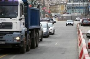 В Невском районе при столкновении автомобиля Volvo с грузовиком погиб водитель