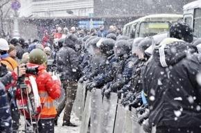 В центре Киева начались столкновения протестующих с милицией