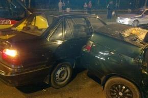 В Петербурге столкновение трех автомобилей завершилось дракой