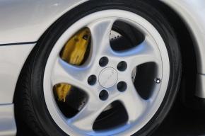 Неизвестный на Porsche ограбил сотрудника ЧОПа в центре Москвы