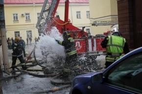 В Москве на улице Пятницкой горит ресторан