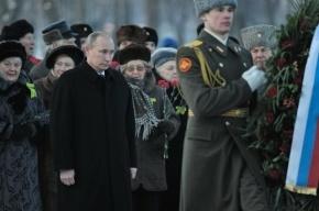 Путин возложил венок к могиле брата на Пискаревском кладбище