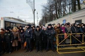 Очередь к Дарам волхвов в Петербурге достигла полукилометра