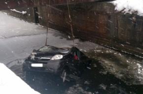 В Ленинградской области автобус упал в реку, погибли шесть человек