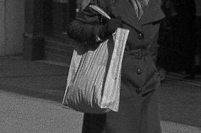 Умерла пенсионерка, у которой отобрали сумку в подъезде на Наставников