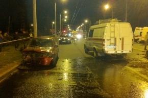 На Выборгской набережной водитель «Деу» погиб в ДТП с «Газелью» и фурой