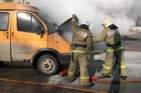 На проспекте Народного ополчения в Петербурге загорелась маршрутка