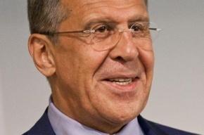 Российские дипломаты подарили розовую шапку-ушанку делегации США