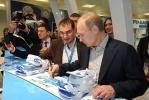 Путин осматривает стенды российских регионов в Сочи: Фоторепортаж