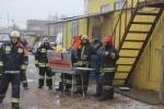 В Металлострое тушат крупный пожар в автомобильном ангаре: Фоторепортаж