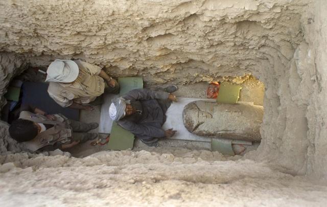 В Египте найден саркофаг с мумией возрастом 3,6 тысяч лет: Фото