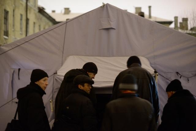 Палатки для бездомных : Фото